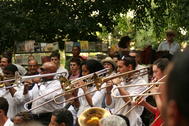 Porro music features a full jazz big band, including trombones, trumpets and saxophones