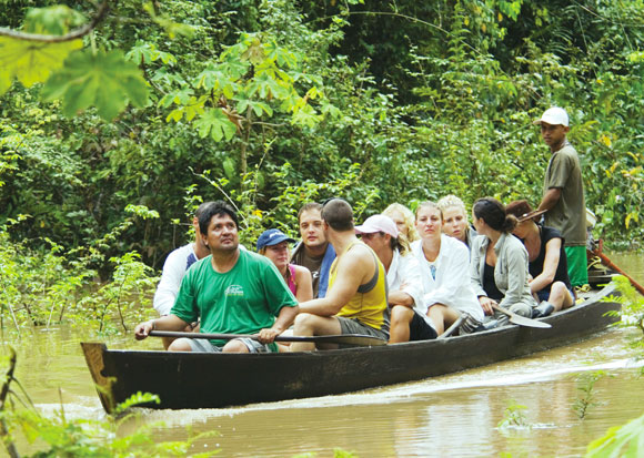 canoe-amazon-Ecuador