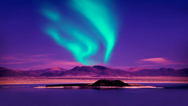 Northern-lights-over-lake in Iceland