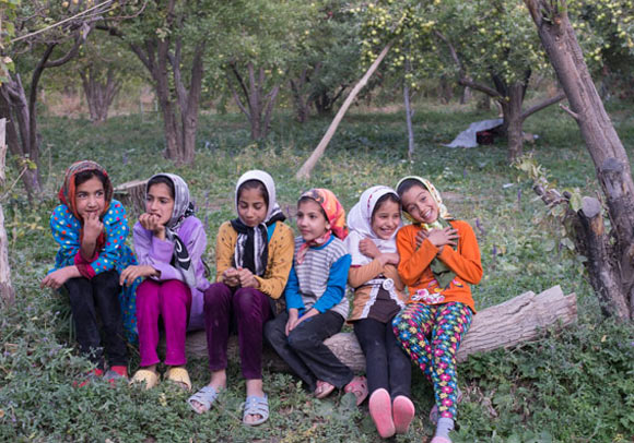 smiling-girls_nomadic-tribe_Iran